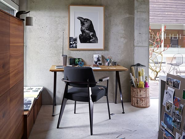 Chair and desk by Vitra © Vitra