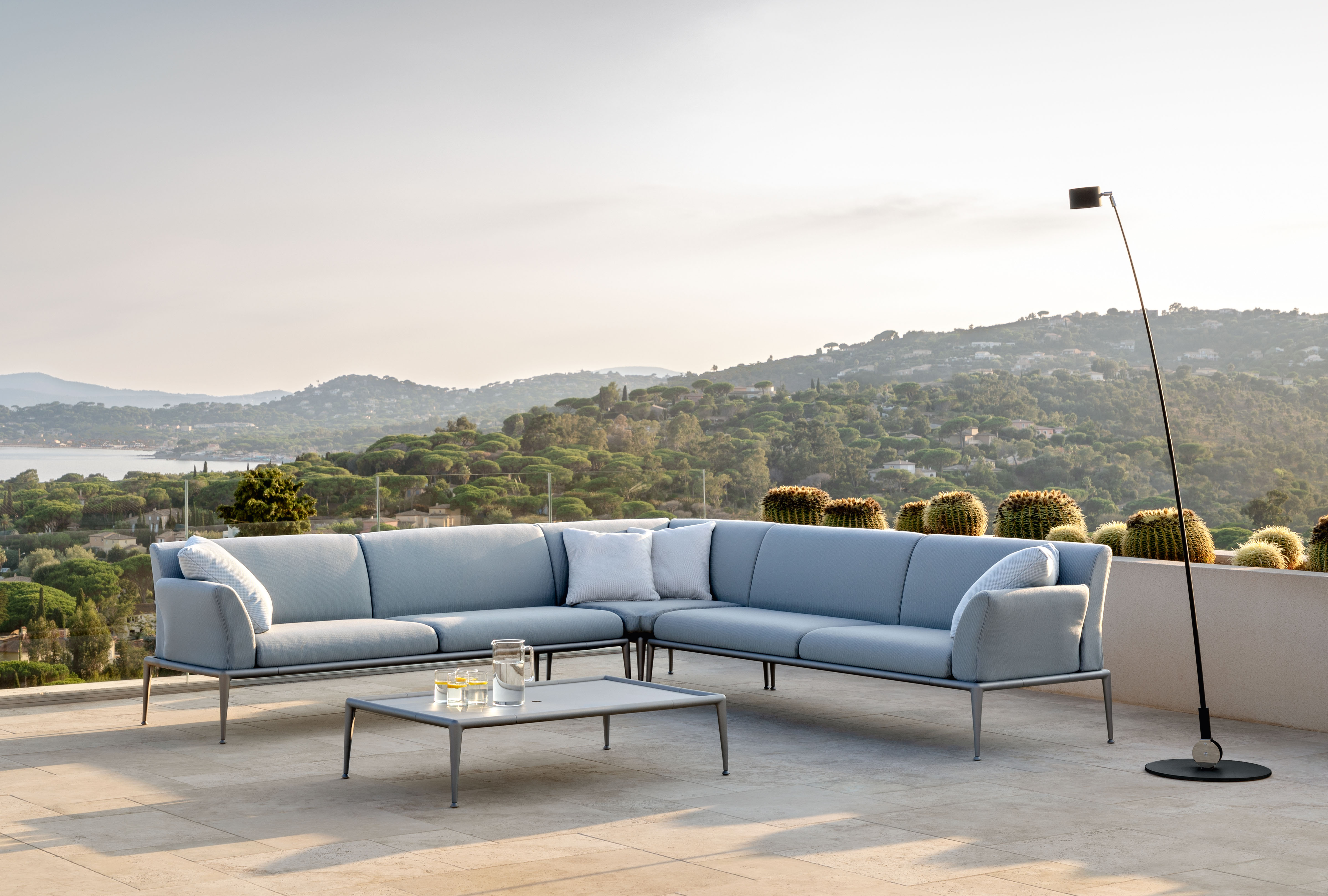 Open air living rooms that are unfazed by bad weather: New Joint © Fast