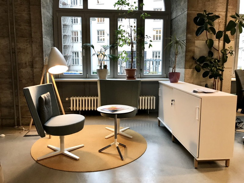 Light-flooded spaces, a chill-out area, mobile workstations with docking stations – this is what the co-working space in the Berlin department for finance stands for. © Berliner Senatsfinanzverwaltung