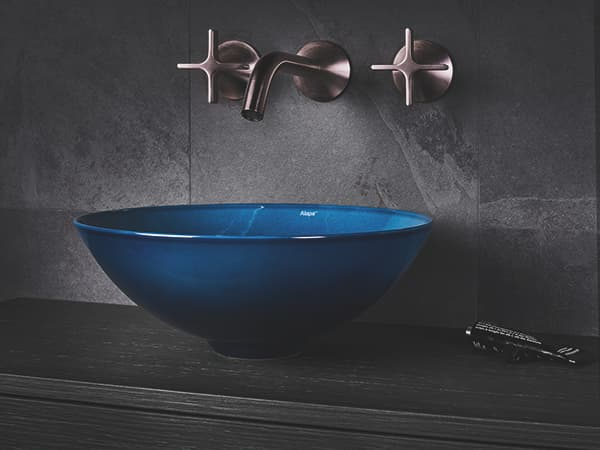 Inspired by the colourfulness of natural water surfaces: Aqua washbasin © Alape / Dornbracht Group