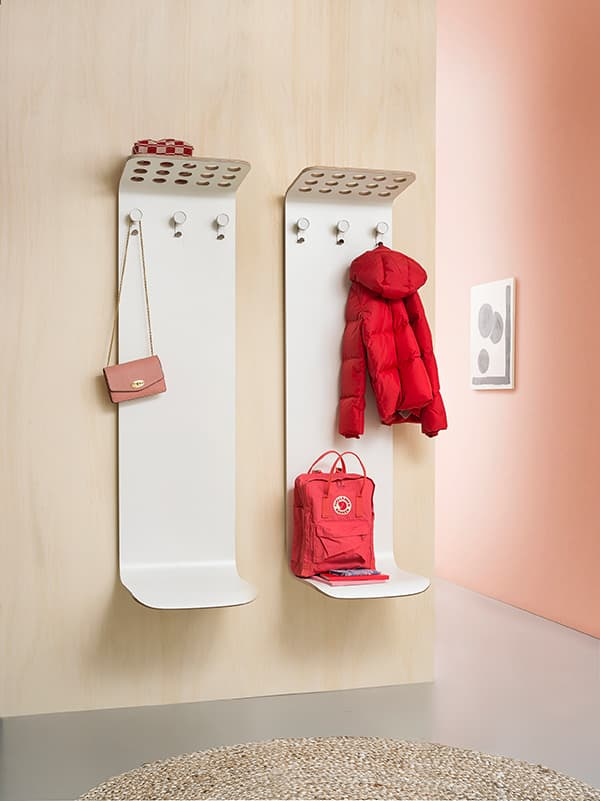 Multifunctional entrance: Coach is a coat rack, bag rack, seat and backrest all in one © Van Esch