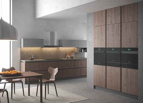 The Bauknecht digital showroom focuses on its latest smart products. One of the highlights completes the connectivity range in its Collection.07 of modern ovens. The new BlackLine from the Collection.09 and the Total Steam oven from the Collection.11 are also presented. © Bauknecht