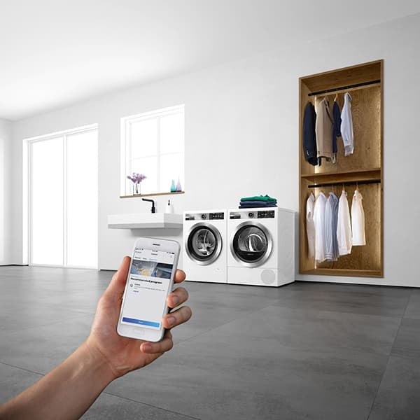 From the cooker bonnet to the dryer: With Home Connect, cooking, baking and washing become a real experience. The app works not only for Bosch household appliances, but also for the Siemens, Gaggenau and Neff brands from BSH. © Bosch Hausgeräte