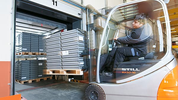 The Austrian furniture fittings manufacturer Blum relies on its own Eco-Pack solution. ©  Blum, provided