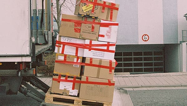 A lot of packaging, little content: the amount of material used for deliveries is enormous. © unsplash / Markus Spiske