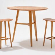 FINN standing table