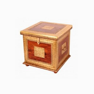 Wooden trunk classic square