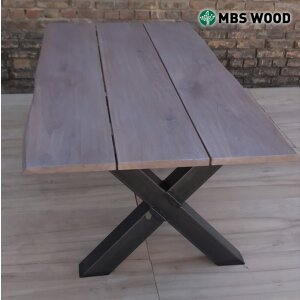 Dining table of 3 oak boards