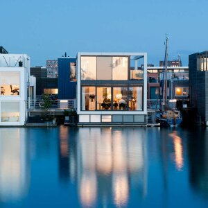 The architects of Waterstudio.NL not only design floating houses in the luxury segment in the IJburg district of Amsterdam but also in the rest of the world.
