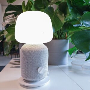 Symfonisk table lamp with WiFi speaker in white.
