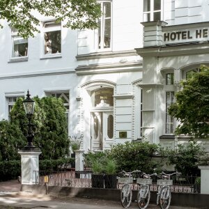 Right in the heart of Hamburg is a historic city villa that is today home to the first Stilwerk Hotel Heimhude. Together with furniture partners of many years, the company is here making living design experienceable for its guests.