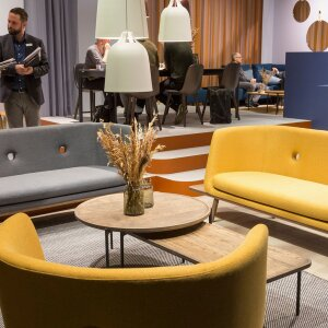 A trend for some time now has been small and compact sofas and armchairs with a design often oriented to classic typologies. © Koelnmesse