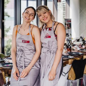 """The influencers Alexandra and Felicitas from @epifood invited to lunch on Wednesdays this spring in the social media channels of Neff in the form of """"Social Cooking""""."""